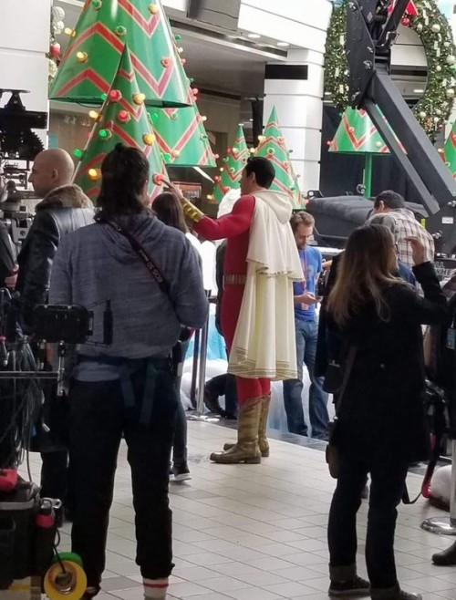 Zachary Levi in Shazam costume leaked